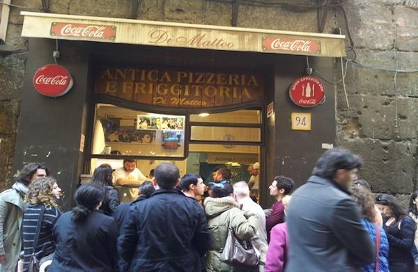Pizzeria Di Matteo a Napoli: il re della pizza fritta e non solo!