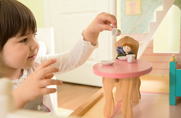 toybuyingguide2k16 TODDLER DOLLHOUSE jpg
