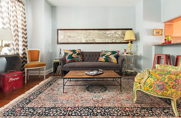 bang-bang-pie-shop-owner-fills-his-home-with-vintage-finds_couch_600c390