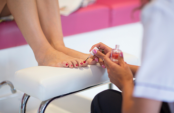 Nail Salon Etiquette 101: Tips for What Not to Do When Getting Your ...
