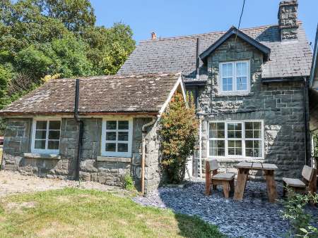 cheap dog friendly cottage for groups wales