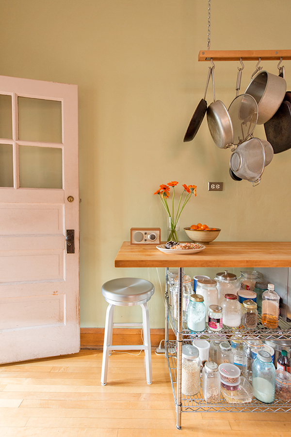 going-home-with-a-queen-kindie-rock_kitchen_600c899