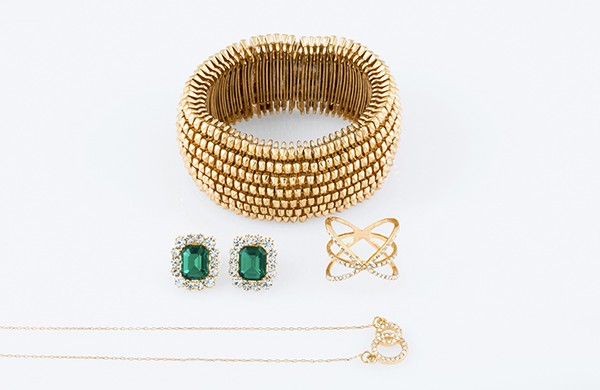 Assorted jewelry, gold bracelet, necklace, ring, with emerald earrings