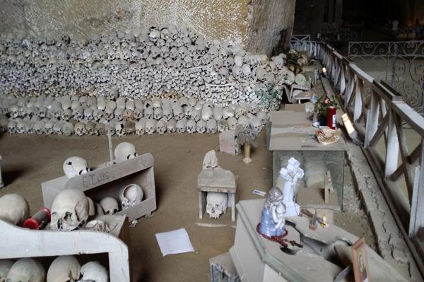 Il Cimitero delle Fontanelle nel Rione Sanità a Napoli