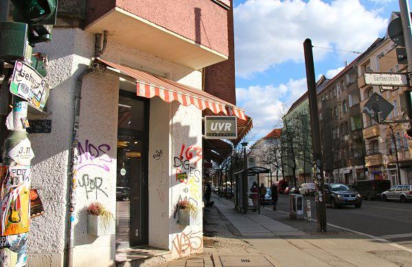 Streetwear des Berliner Labels UVR Connected gibt's im gleichnamigen Laden in Friedrichshain