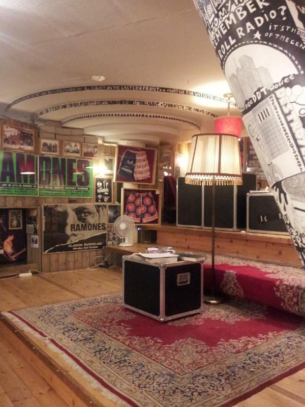 Ramones Museum Berlin, Bühne