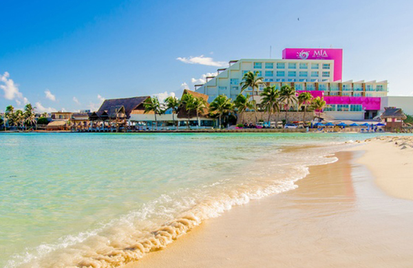 If Cancún Draws You In With Its Beautiful Coastline But Rambunctious Party Atmosphere Pushes Away Consider Taking A 15 Minute Boat Ride To The Mia