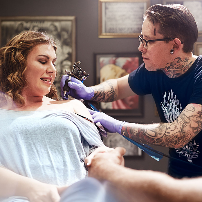 woman getting a shoulder tattoo