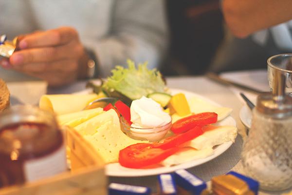 Urbane Gemütlichkeit: Frühstück im Café Rotkehlchen in Ehrenfeld