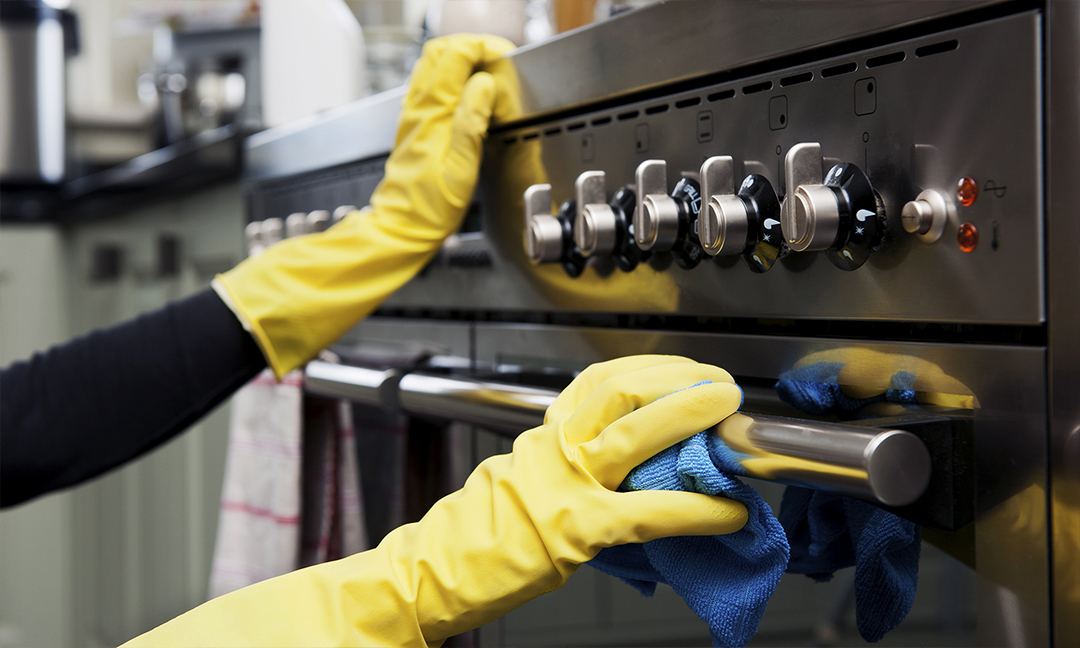 cleaning oven hero