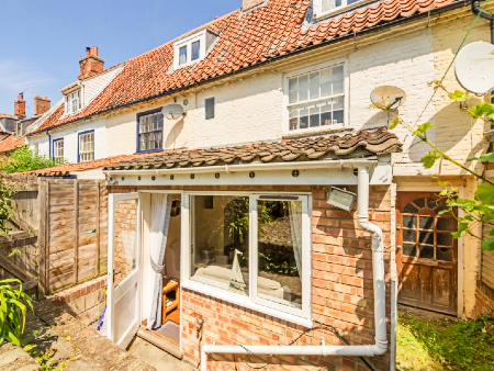 cheap dog friendly cottage for groups norfolk