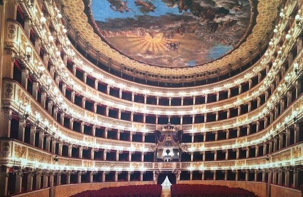 Un tour tra i teatri più famosi di Napoli
