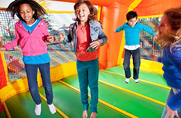 A Guide to Cheap Bounce House Rentals to Save Your Kids Birthday