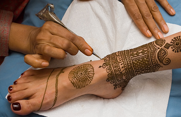 A Beginner's Guide To All Things Henna