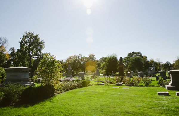 Hunting-for-Ghosts-in-Five-Chicagoland-Graveyards_flare_600c390