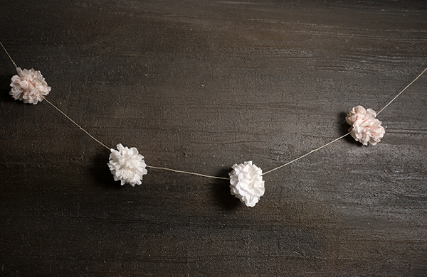 steal-these-easy-decorating-ideas-for-your-summer-barbecue_garlands_600c390