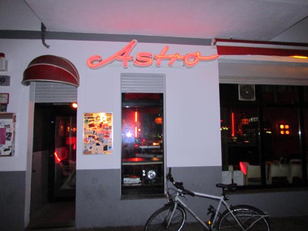 Unterwegs in den Straßen Berlins: Simon-Dach-Straße