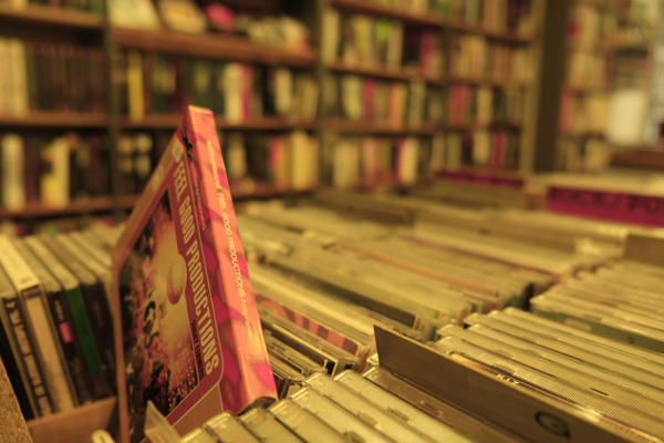 """Bücher ohne E-Reader, Beratung ohne """"andere kauften auch"""" Empfehlungen – Lesespaß im alten Stil"""