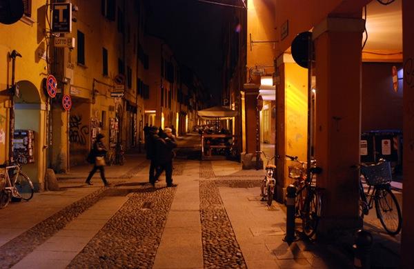 Tra i ristoranti e i locali di via del Pratello a Bologna