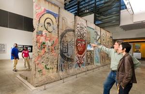 Berlin Wall segment   Newseum