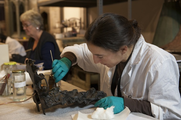 Colleen-Moores-Fairy-Castle-Gets-a-Facelift-at-the-Museum-of-Science-and-Industry-technician_600c400