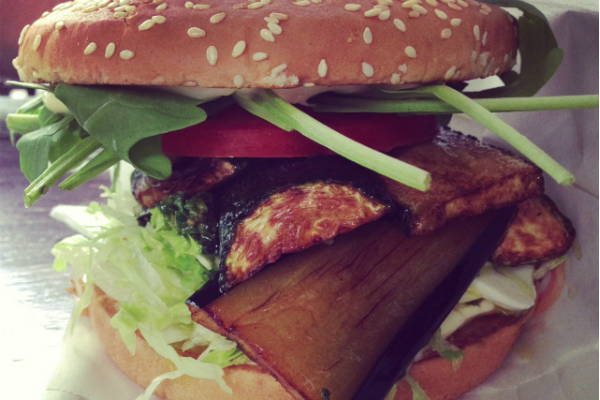 Für Großmäuler: Das Burgeramt in Friedrichshain