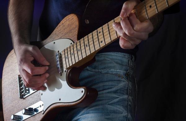Uomo con la chitarra