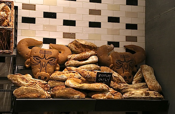 a-travel-guide-to-eataly_breads_600c390