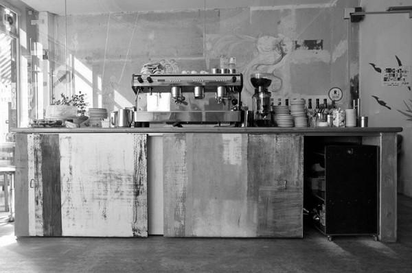 Mein Haus am See - Wandtattoos, 60er Jahre Möbel und WLAN