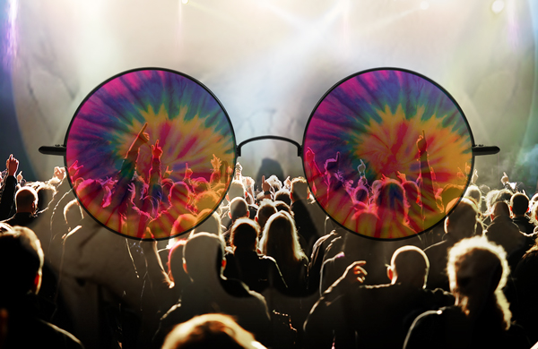 """Grateful Dead Freaks (Re)Unite! Tips and Itineraries for Chicago's """"Fare Thee Well"""" Concert"""