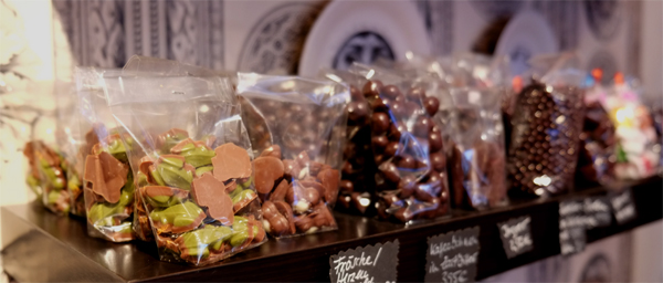 Freche Kombi aus Schokolade und Dessous im B-Sweet