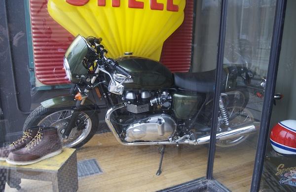 ill-take-two-vintage-playboys-and-a-motorcycle-please_thruxton_600c390