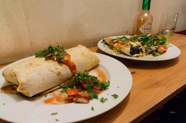 Mexikanisches Essen in der Kombüse und ein Bier in der Kogge auf St.Pauli