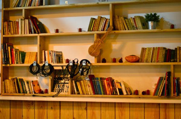Bibliothèque Café Perché