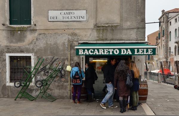 Il Bacareto da Lele, una delle istituzioni per mangiare a di Venezia