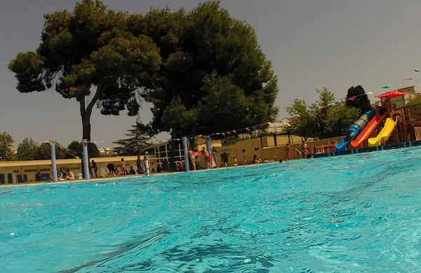 4 piscinas en valencia para todos los gustos for Piscina parque benicalap