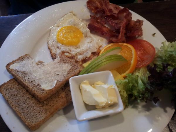Frühstück in der Buchkantine Moabit Berlin