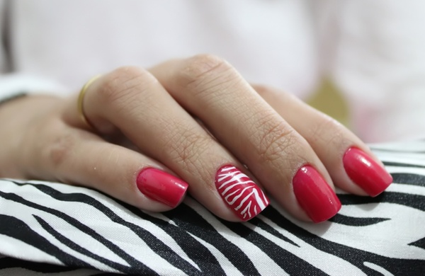 Five Nail Art Design Ideas to Spice Up Basic Manicures_Stripe