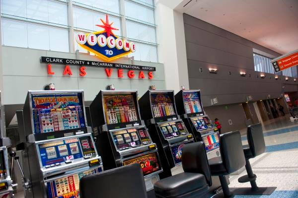 One Must Do Activity at the Countrys 10 Busiest Airports LAS Slots 600c399
