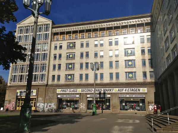 Humana Second Hand Kaufhaus: Alltagsmode und Vintage-Unikate bis unters Dach