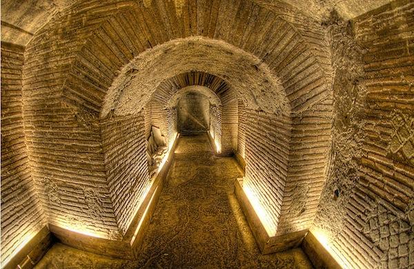 Il teatro greco-romano di Napoli da scoprire attraverso i vasci