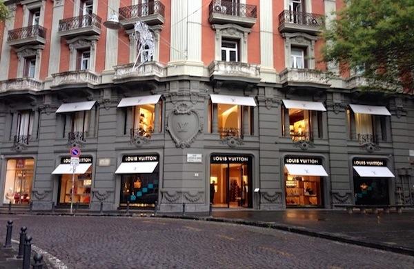 Shopping a Napoli: consigli e suggerimenti su dove andare e cosa comprare