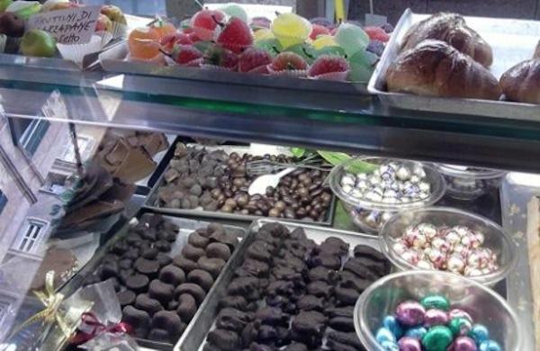 I dolci pregi della pasticceria cinque lune di roma for Dolci tipici di roma