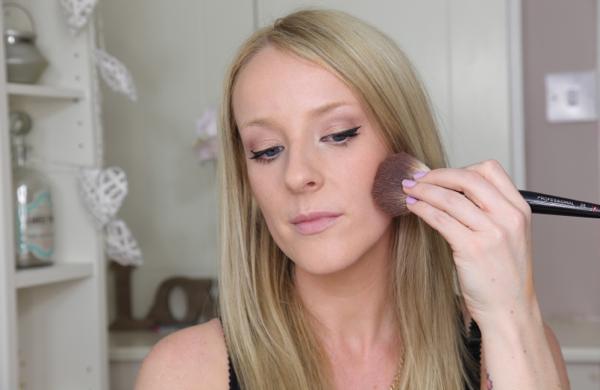 Flawless Makeup in 10 Easy Steps - Cheeks