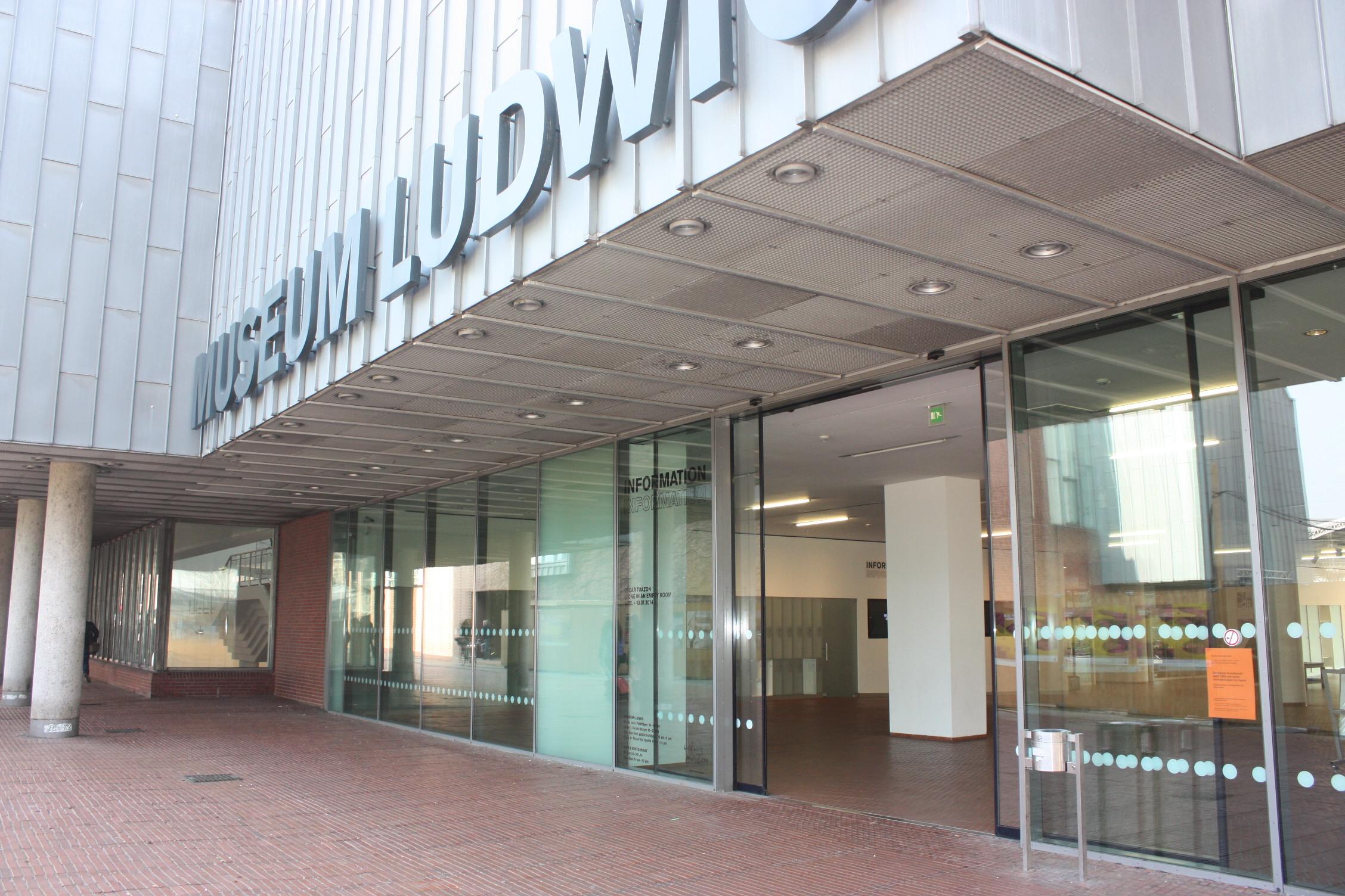 Eingang vom Kölner Museum Ludwig