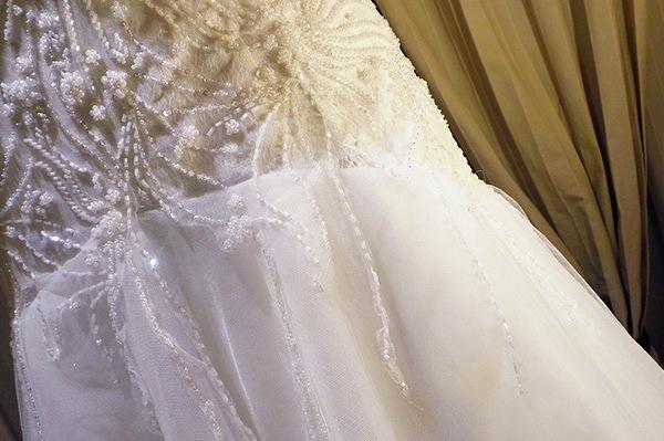particolare abito da sposa