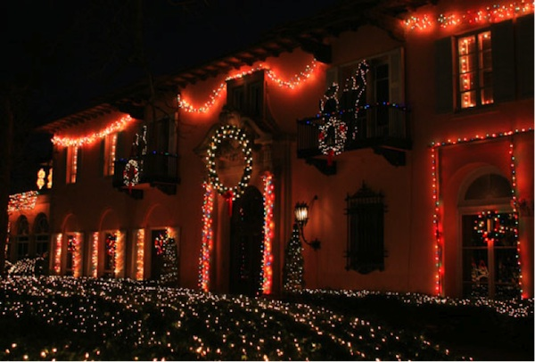All-is-Bright-at-These-City-and-Suburban-Holiday-Light-Shows-cueno_600c406