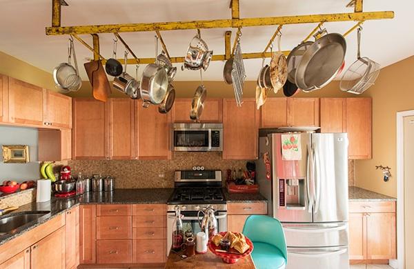 bang-bang-pie-shop-owner-fills-his-home-with-vintage-finds_pots_600c390