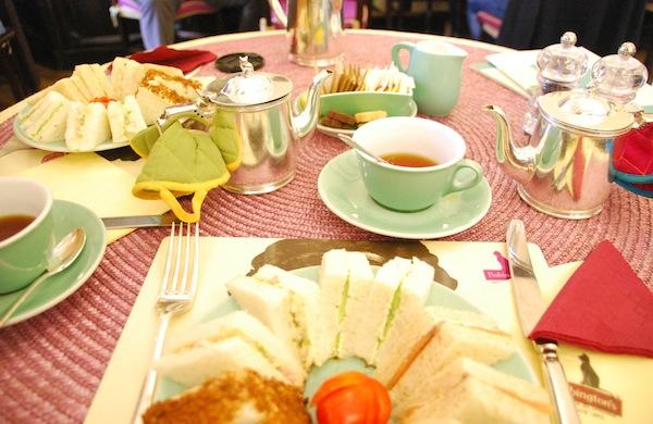 Una pausa da Babington's, la sala da tè più famosa di Roma