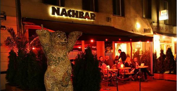 Ein guter Nachbar in Berlin mit gut gefüllter Bar